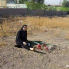 در خاوران: حاجیه سجودی (مادرقائدی)، مادر جواد و صادق قائدی؛ دو فعال سیاسی چپ، اعدام شده در سالهای ۱۳۶۱ و ۱۳۶۲