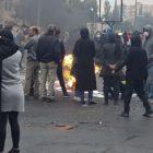 قیام در کف خیابان در انتظار حکومت ایران