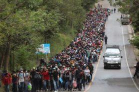 کاروان مهاجران که از هندوراس به سمت مرز ایالات متحده حرکت میکند…