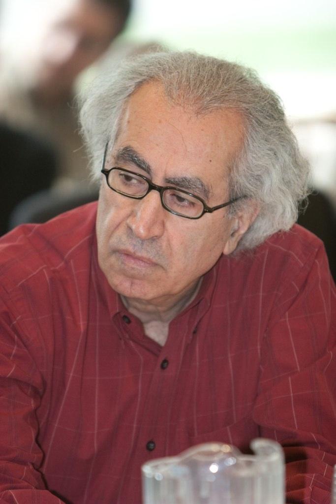 امیر حسنپور، زادهٔ ۱۸ مرداد ۱۳۲۲ در مهاباد – درگذشتهٔ ۳ تیر ۱۳۹۶ در تورنتو