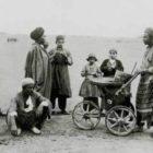عکس دیدنی بستنی فروش دوره گرد تهرانی – سال ۱۲۶۹ شمسی